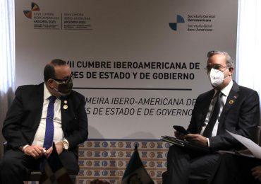Presidente Abinader trata temas de comercio, energía, tecnología y colaboración en Cumbre Iberoamericana