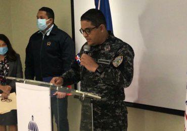 """Policía Nacional apresa cuatro hombres robaban fondos programa social """"Quédate en Casa"""""""