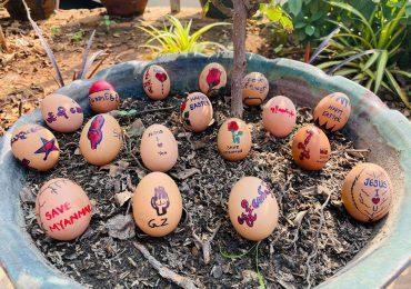 Huevos de Pascua con mensajes para protestar contra el golpe en Birmania