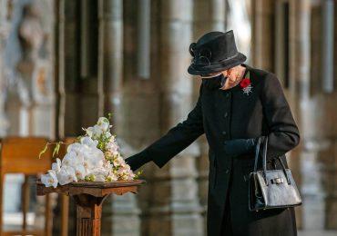 La reina Isabel II entierra a su esposo el príncipe Felipe