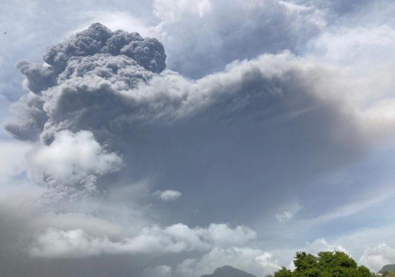RD bajo el polvo del Sahara y gases de dióxido de azufre del volcán La Soufriere