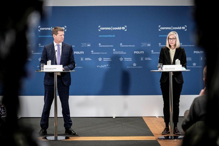 VIDEO | Funcionaria danesa se desmaya mientras anunciaba suspensión de la vacuna de AstraZeneca contra el COVID-19