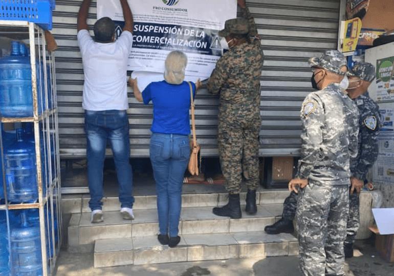 Autoridades han decomisado 2,141 galones de alcohol adulterado, desmantelado cuatro fábricas y apresado 34 personas