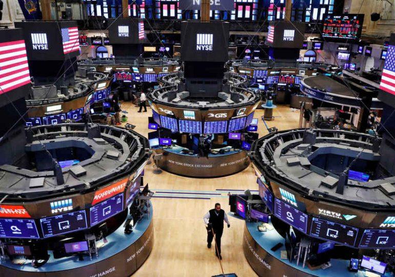 Wall Street abre con caídas leves