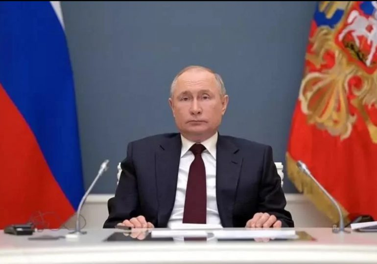 Putin anuncia 10 días no laborables en mayo para frenar avance de pandemia