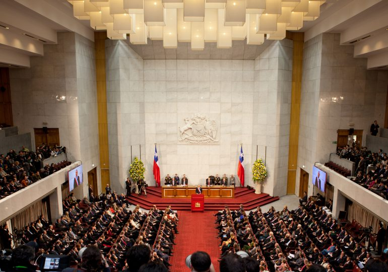 Tercer retiro parcial de fondos de pensiones por pandemia avanza en Congreso de Chile