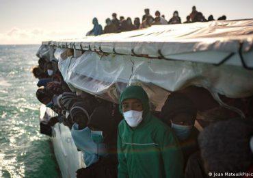 Rescatados cerca de 160 migrantes de dos barcos en el Mediterráneo