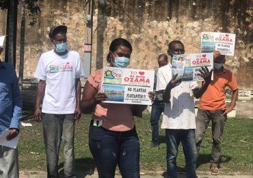 Residentes cercanos al río Ozama claman contra la barcaza eléctrica por graves problemas respiratorios