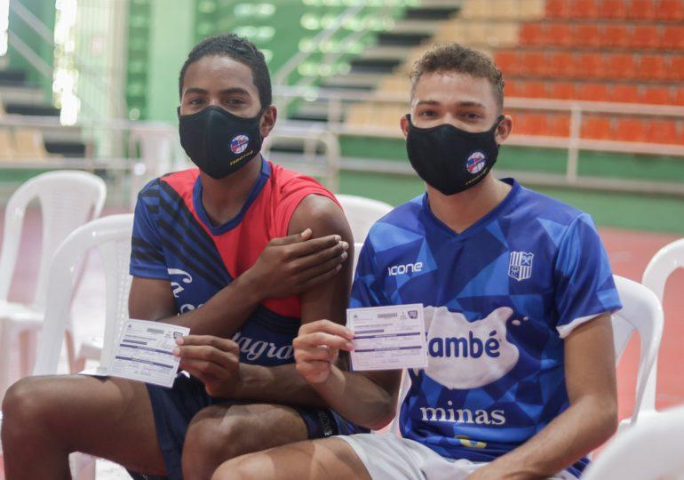 Atletas competirán en Juegos Panamericanos Juveniles, reciben dosis de vacuna contra Covid-19