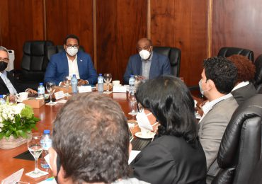 Avanza proceso de licitación de plantas y terminal de gas en Manzanillo
