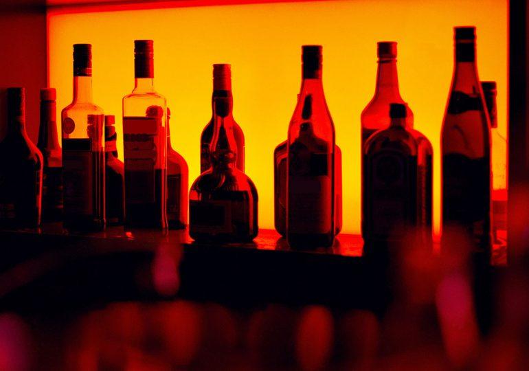 Fiscalía desmantela fábrica clandestina de bebidas alcohólicas en San Francisco de Macorís