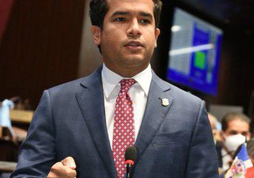 Omar Fernández dice tenemos la responsabilidad histórica de apoyar el nuevo Código Penal