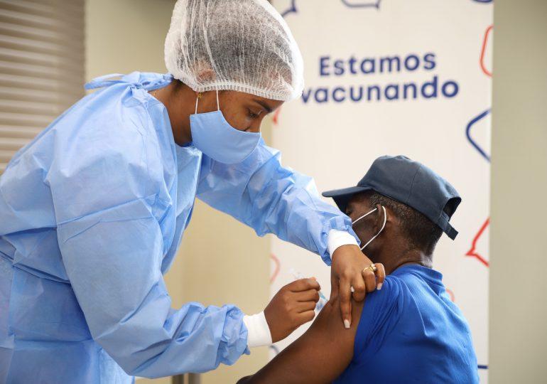 Habilitan centro de vacunación anti covid en  instalaciones DP World Caucedo