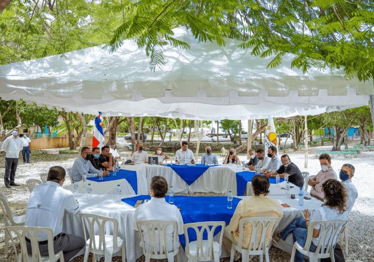Ministro de Turismo se reúne con clúster de la zona de Bayahibe