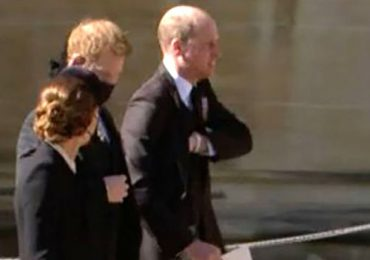 Los príncipes William y Harry se mostraron juntos y hablando en el funeral del Duque de Edimburgo