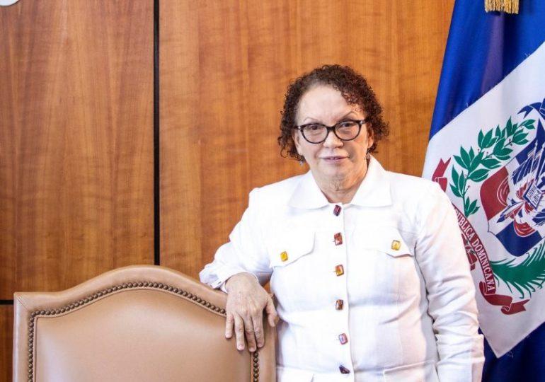 Miriam Germán instruye a fiscales que investigan patrulla policial que ultimaron esposos en Villa Altagracia