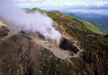 San Vicente y las Granadinas sigue en alerta roja por erupción del volcán La Soufriere