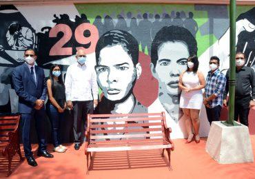 Develan mural que rinde homenaje a Los Panfleteros de Santiago
