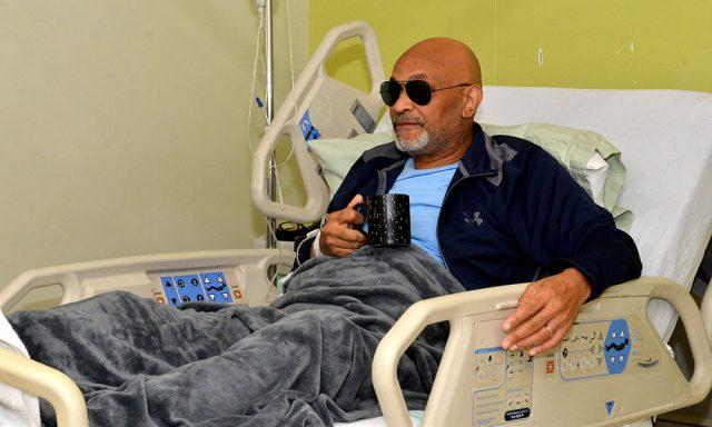 """Nelson Javier """"El Cocodrilo""""  es sometido a una cirugía ocular"""