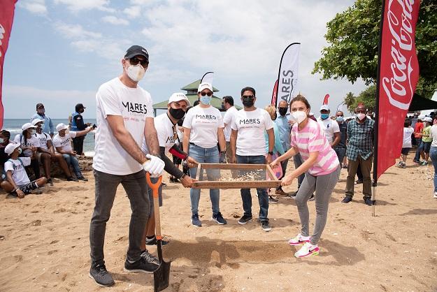 Coca-Cola realiza jornada de limpieza en playa Güibia