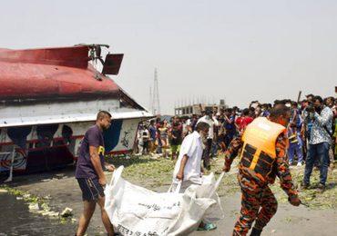 Al menos 26 muertos en naufragio de un ferry en Bangladés