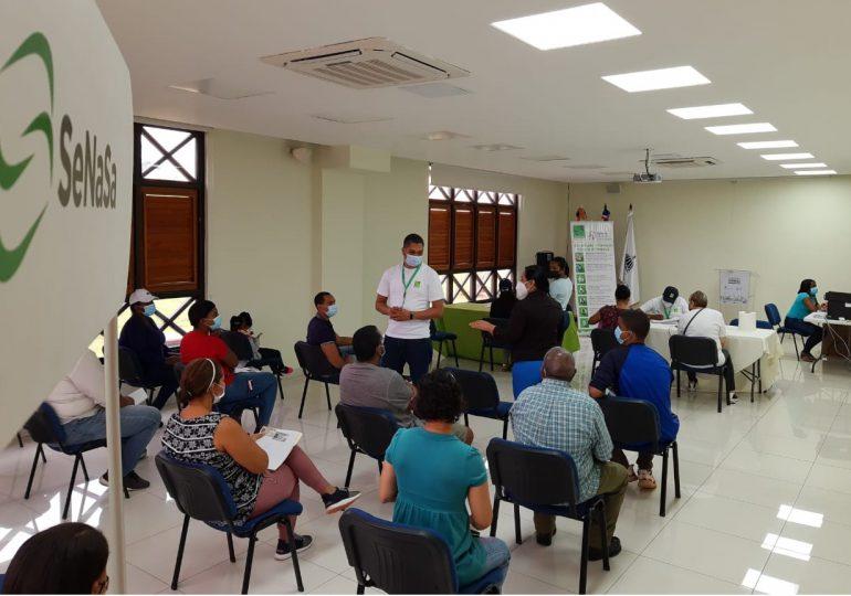 SeNaSa realiza operativo de afiliación a residentes de Ciudad Juan Bosch