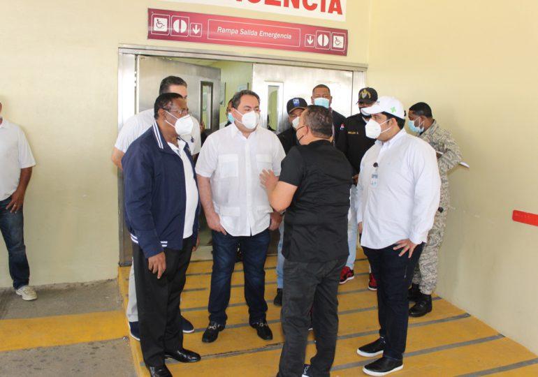 Director del SNS supervisa el área de emergencia del hospital Ney Arias Lora