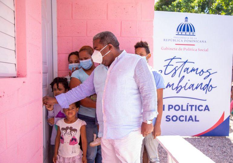 Gabinete de Política Social entrega vivienda a madre soltera en Bayaguana