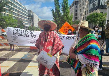 """Indocumentados reprocharon """"promesas vacías"""" de Biden en protesta"""