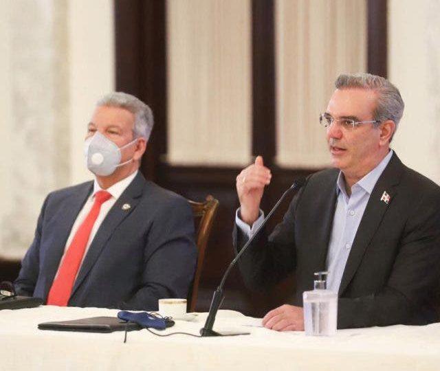 Gobierno iniciará plan nacional de viviendas con inversión inicial de US$32 millones en Santiago