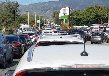 VIDEO   Elevado flujo vehicular provoca tapones en plena carretera