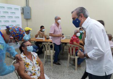 Presidente Abinader supervisa Plan Nacional de Vacunación en asueto de Semana Santa