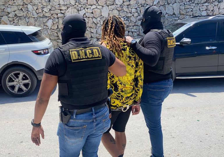 """DNCD captura a """"el Jamaiquino"""", cabecilla de red que cultivaba y vendía marihuana"""