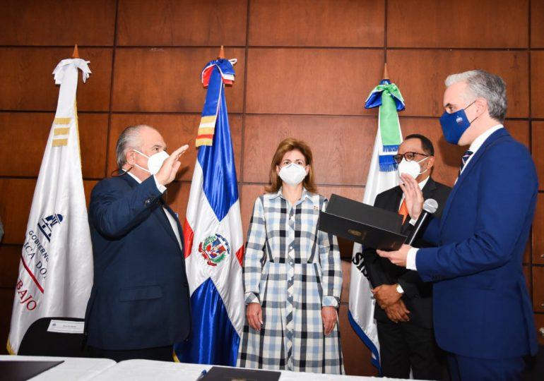 Juramentan a Feris Iglesias como Superintendente de Salud y Riesgos Laborales
