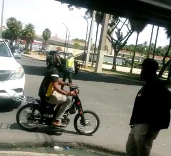 Video | Motorista se lesiona por choque con avanzada del presidente  Abinader