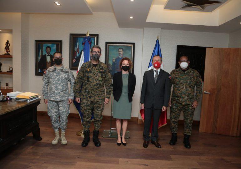 Ministro Defensa y Embajador de Francia revisan acuerdos de cooperación militar