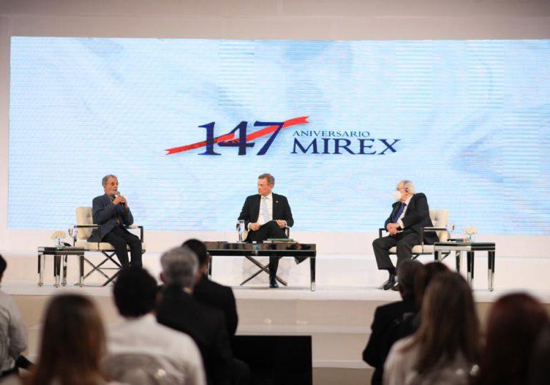 Realizan conversatorio con ministro Roberto Álvarez en el marco del aniversario del Mirex