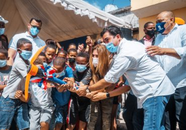Carolina Mejía da primer picazo para construcción Parque Agua Dulce
