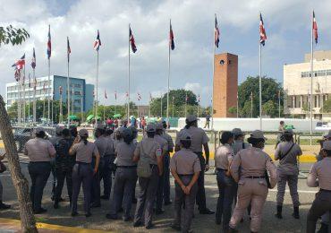 """Policías que desalojaron mujeres frente al Congreso """"cumplían órdenes superiores"""" afirman activistas"""
