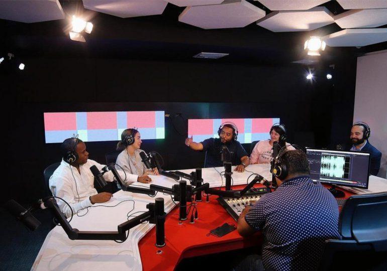 "Alofoke Music Group presenta su nuevo programa ""Esto No Es Radio"""