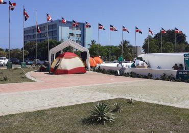 Colectivo pro causales vuelve a instalar campamento frente al Congreso Nacional