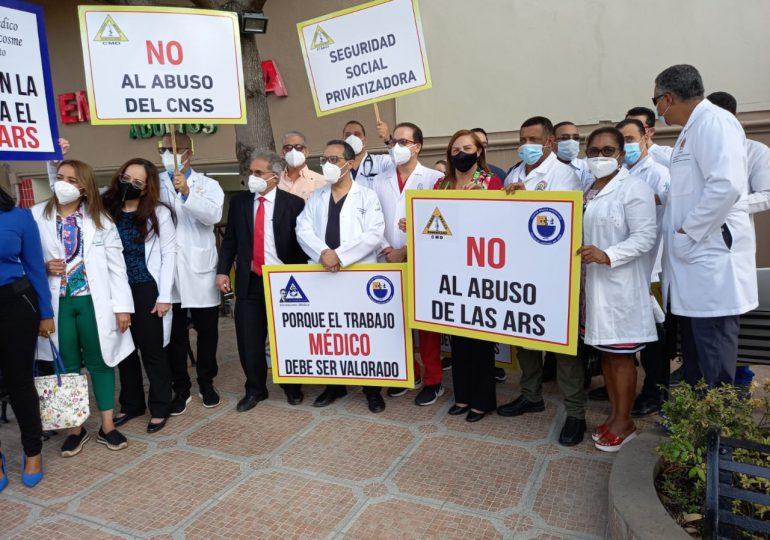 Médicos acatan paro en Santiago en contra de las ARS