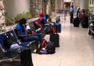 Avianca impide volar a Colombia a atletas dominicanos por prueba PCR con laboratorio no autorizado