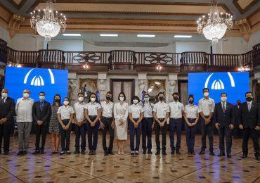 Primera dama anuncia a jóvenes ganadores de premio de la NASA que serán becados por el ITLA