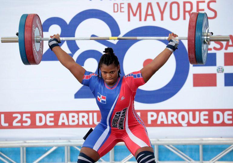 Crismery Santana gana dos medallas de oros, una plata y récord en Panam de Pesas