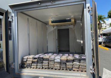 Apresan dos hombres y ocupan 100 paquetes de cocaína en Santo Domingo Este