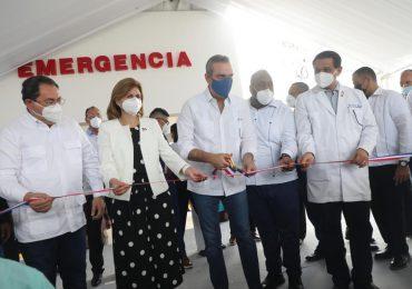 Abinader pone en servicio emergencia de hospital de Pimentel