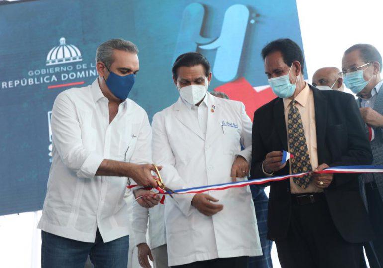 Luis Abinader deja en funcionamiento emergencia de Hospital Regional San Vicente de Paúl