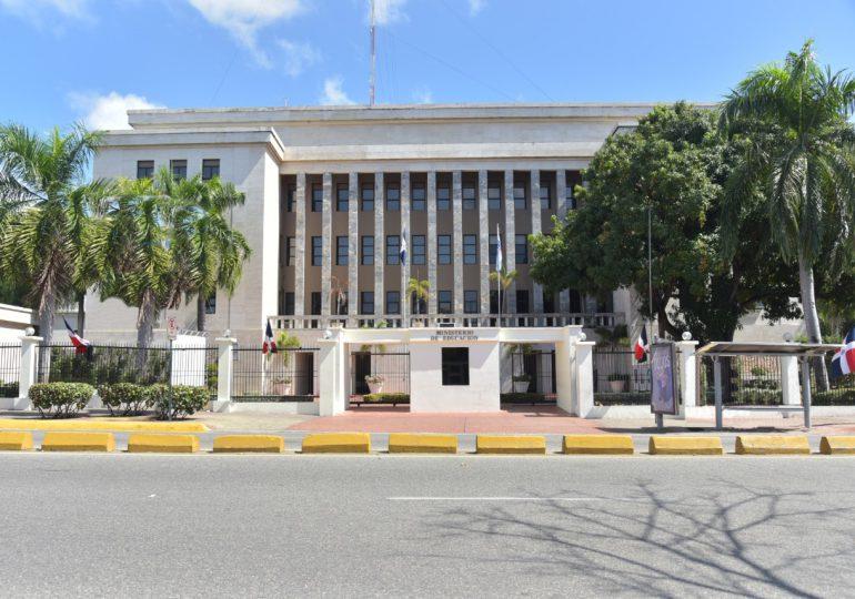 Ministerio de Educación anunciará este jueves los municipios que se integran a la docencia semipresencial