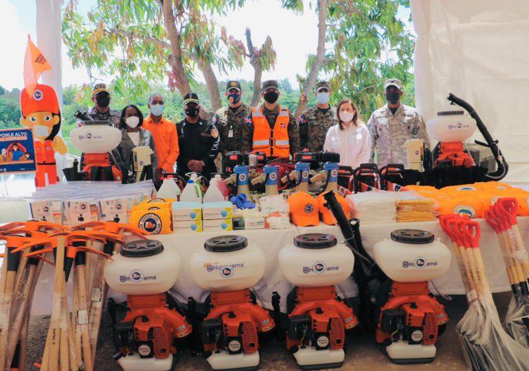 Donan herramientas de rescate a la Defensa Civil de La Ciénaga y Los Guandules en prevención a la temporada ciclónica